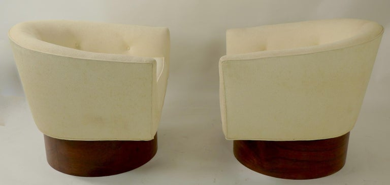 American Pair of Swivel Chairs by Baughman for Thayer Coggin For Sale