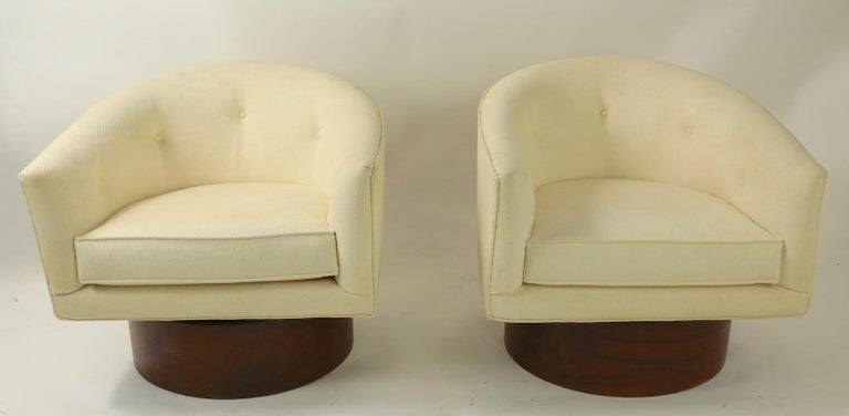 Pair of Swivel Chairs by Baughman for Thayer Coggin In Good Condition For Sale In New York, NY