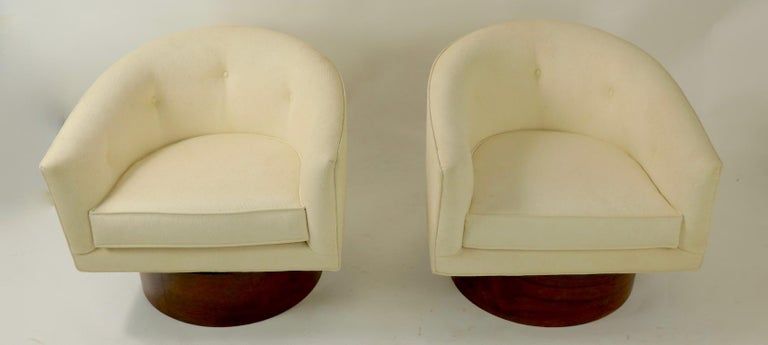 20th Century Pair of Swivel Chairs by Baughman for Thayer Coggin For Sale