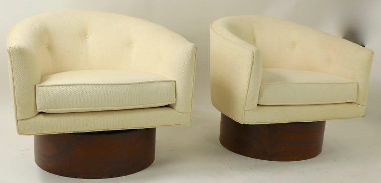 Upholstery Pair of Swivel Chairs by Baughman for Thayer Coggin For Sale