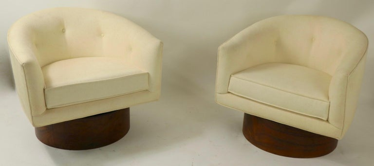Pair of Swivel Chairs by Baughman for Thayer Coggin For Sale 1