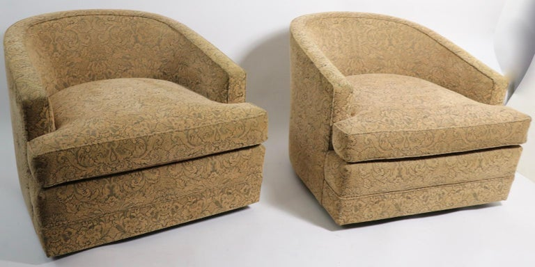 Mid-Century Modern Pair of Swivel Tub Chairs in Chenille Damask For Sale