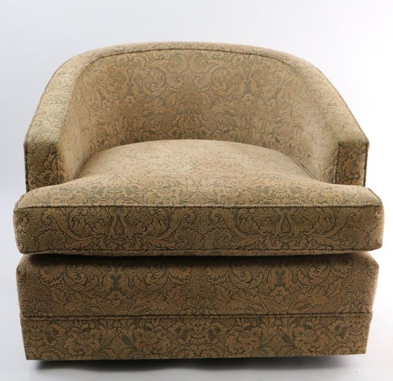 Pair of Swivel Tub Chairs in Chenille Damask In Good Condition For Sale In New York, NY