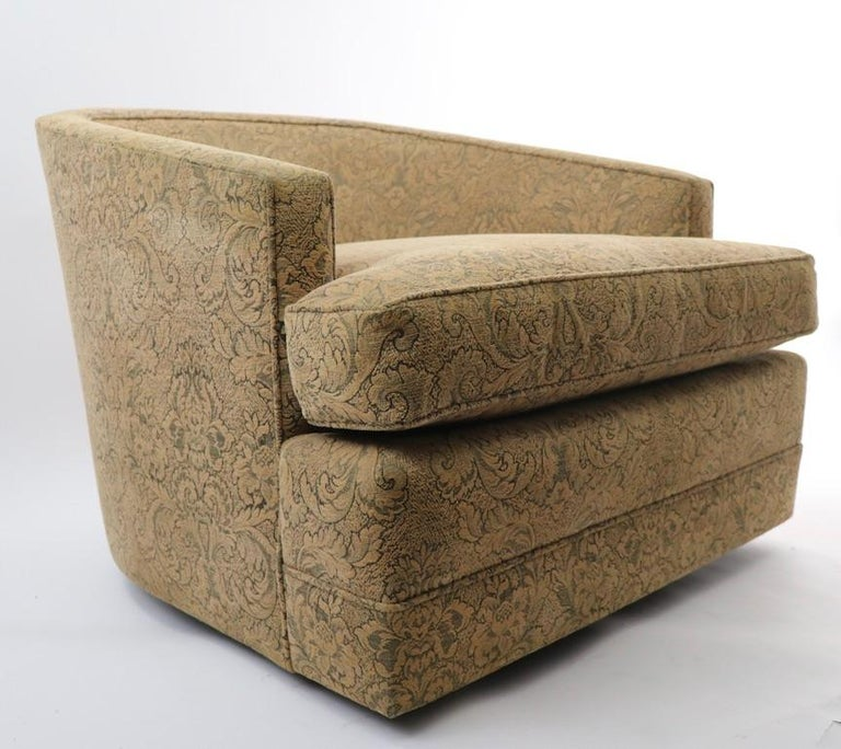 Pair of Swivel Tub Chairs in Chenille Damask For Sale 1