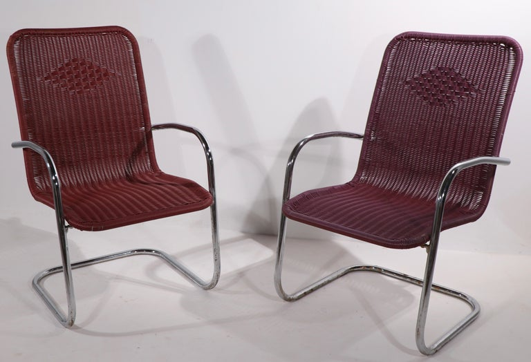 Pr. Tubular Chrome and Woven Plastic Cantilevered Lounge Chairs For Sale 4