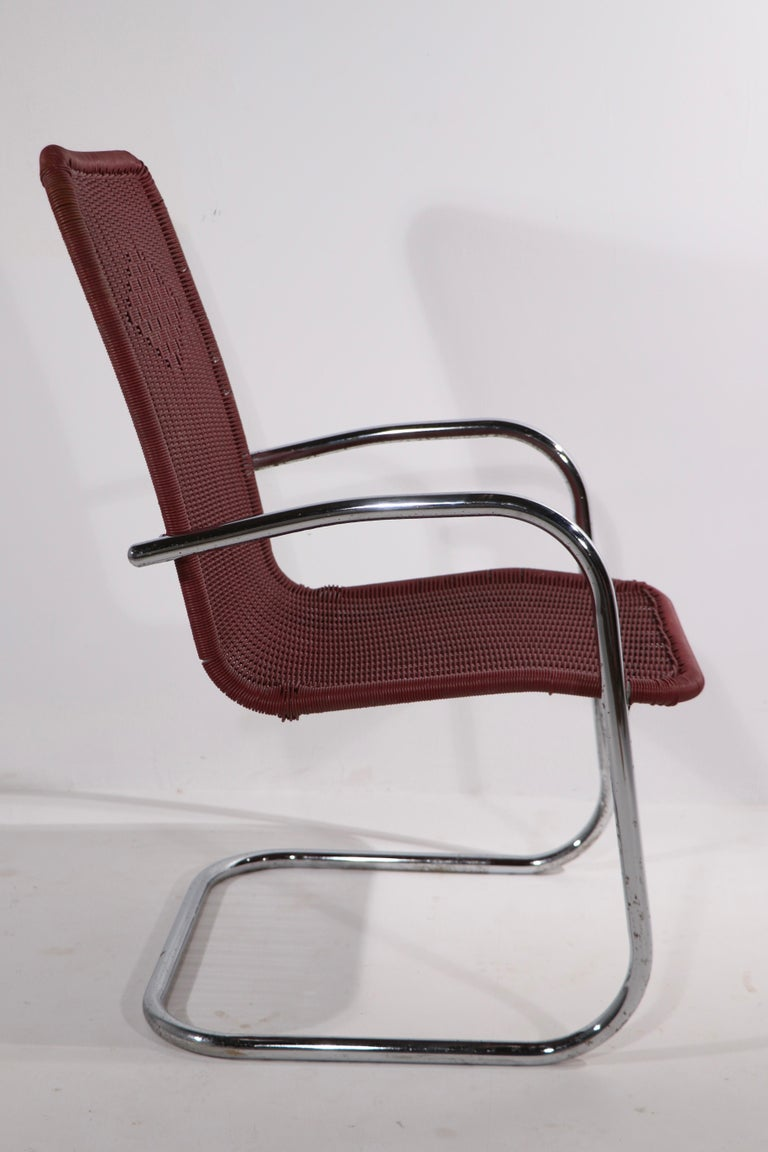 Pr. Tubular Chrome and Woven Plastic Cantilevered Lounge Chairs For Sale 2