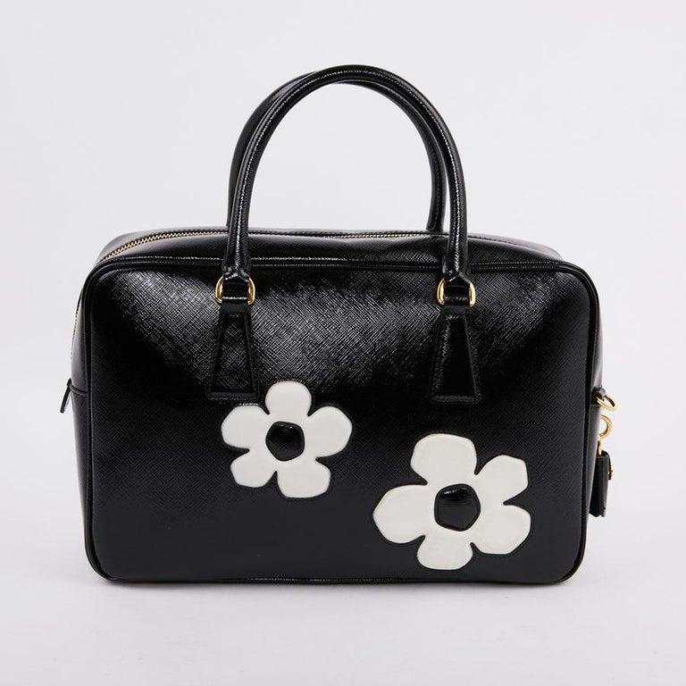 PRADA Baulleto Bag In Black Patent Saffiano Leather In Excellent Condition For Sale In Paris, FR