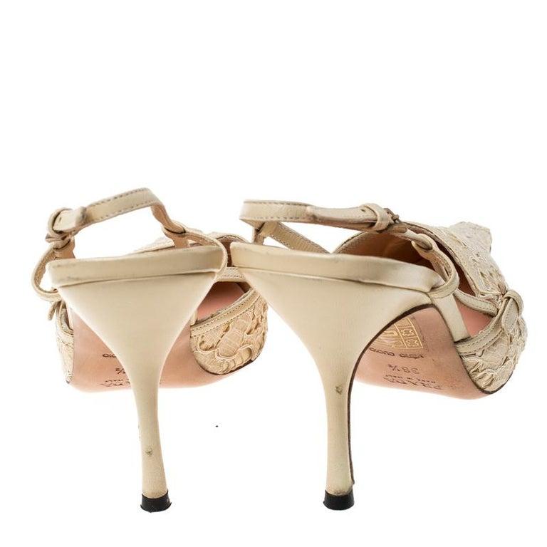 Prada Beige Lace/Satin Slingback Pointed Toe Sandals Size 36.5 In Fair Condition For Sale In Dubai, Al Qouz 2