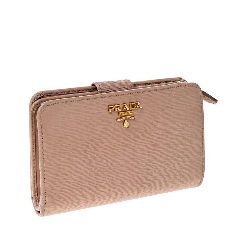 Prada Beige Leather Compact Wallet In Good Condition For Sale In Dubai, Al Qouz 2