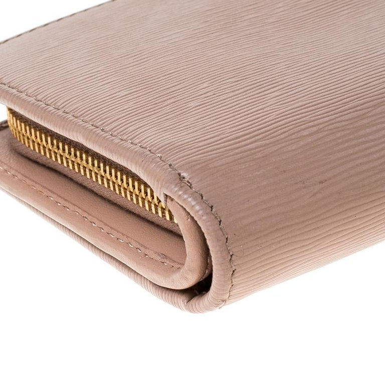 Prada Beige Leather Compact Wallet For Sale 3