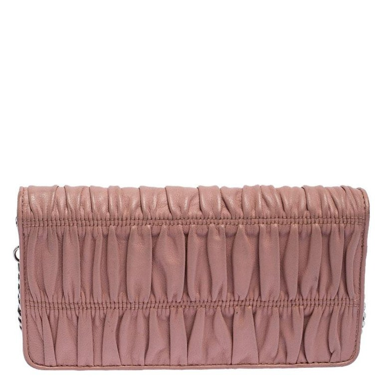 This wallet from Prada is one creation a fashionista like you must own. It has been wonderfully crafted from Nappa leather in a subtle beige hue. The exterior is beautified with pleat detailing and the brand logo, the flap opens to reveal a leather