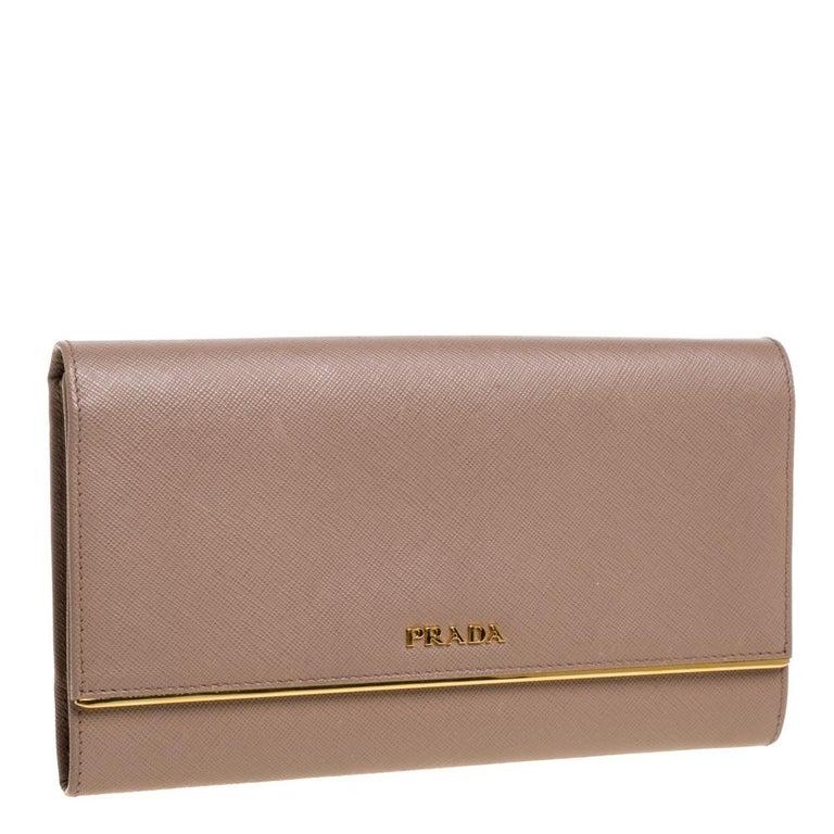 Prada Beige Saffiano Leather Metal Detail Clutch In Good Condition For Sale In Dubai, Al Qouz 2