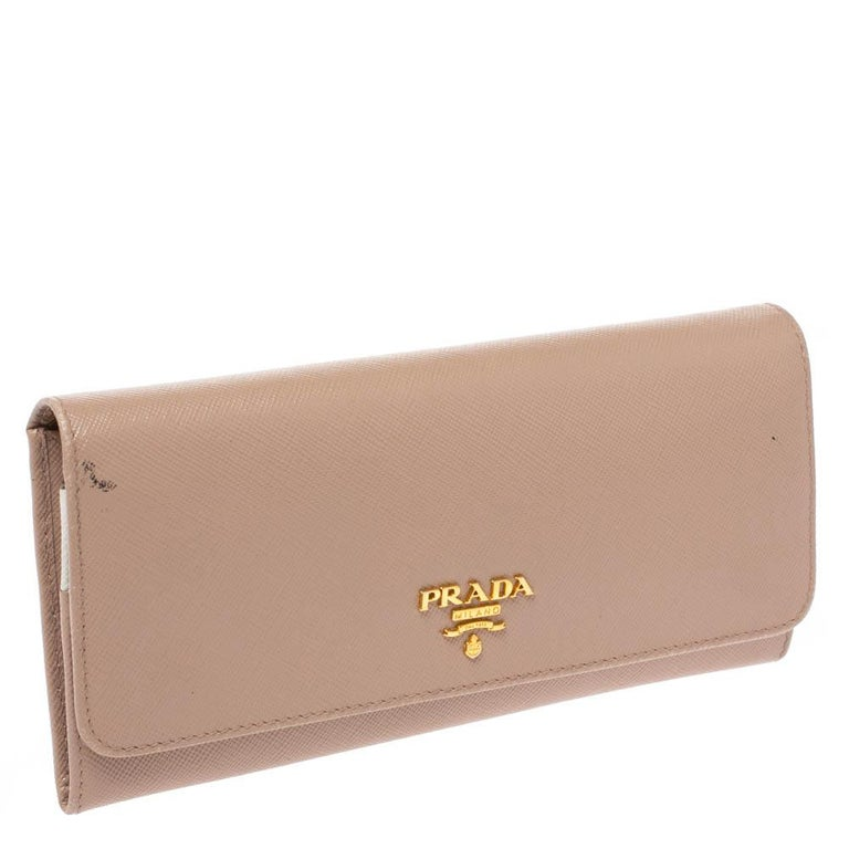 Prada Beige Saffiano Lux Leather Flap Continental Wallet In Good Condition For Sale In Dubai, Al Qouz 2