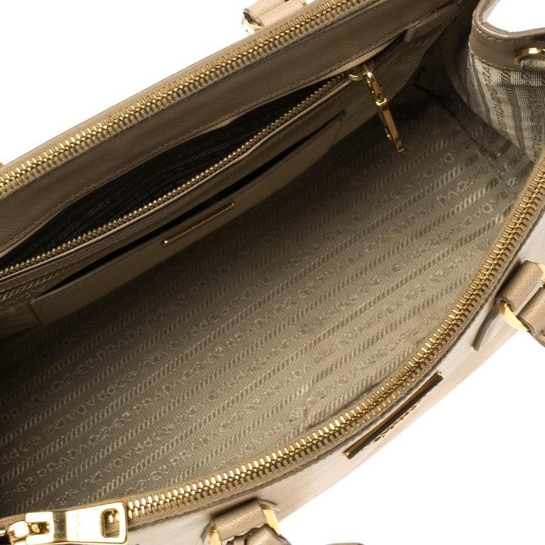 Prada Beige Saffiano Lux Leather Medium Double Zip Tote For Sale 3