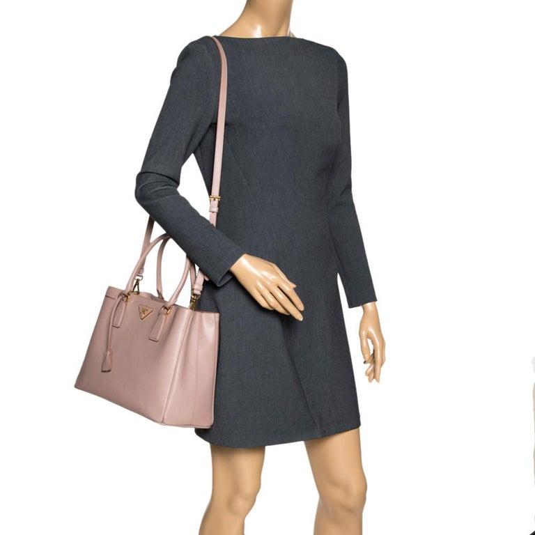 Prada Beige Saffiano Lux Leather Medium Galleria Tote In Good Condition For Sale In Dubai, Al Qouz 2