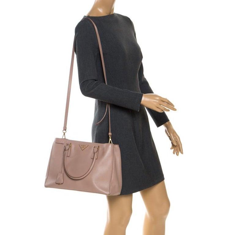 Prada Beige Saffiano Lux Leather Small Tote In Good Condition For Sale In Dubai, Al Qouz 2