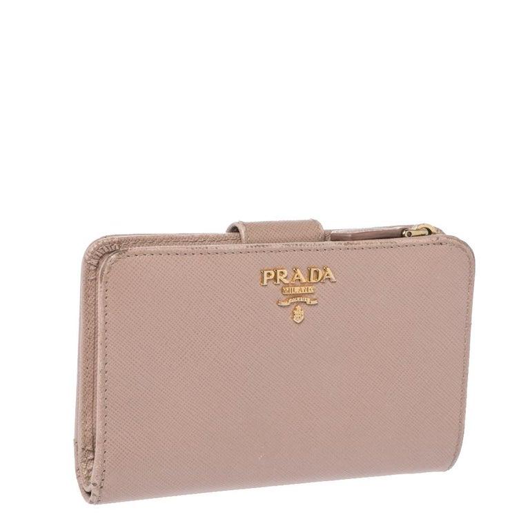 Prada Beige Saffiano Lux Leather Zip Around Compact Wallet In Good Condition For Sale In Dubai, Al Qouz 2