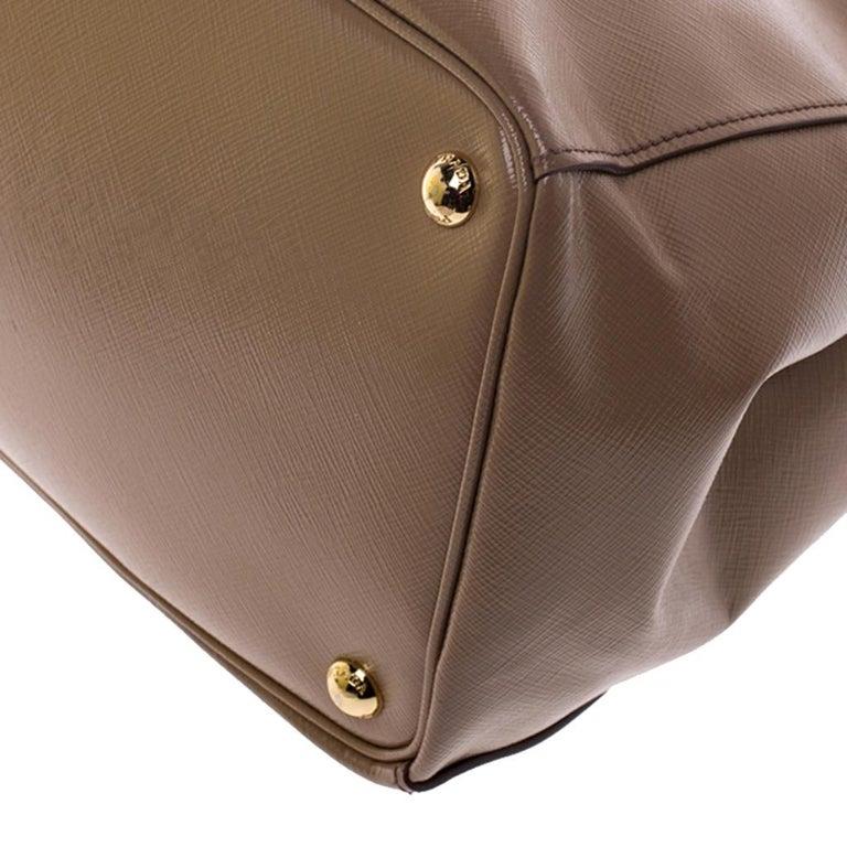 Prada Beige Saffiano Patent Leather Double Zip Spazzolato Tote For Sale 2