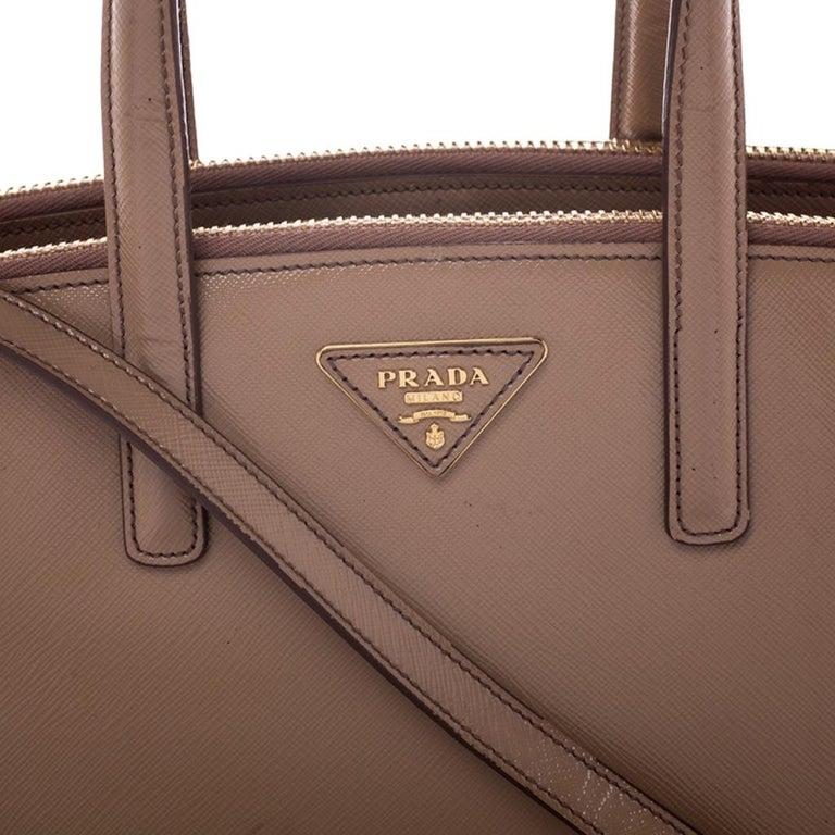 Prada Beige Saffiano Patent Leather Double Zip Spazzolato Tote For Sale 3