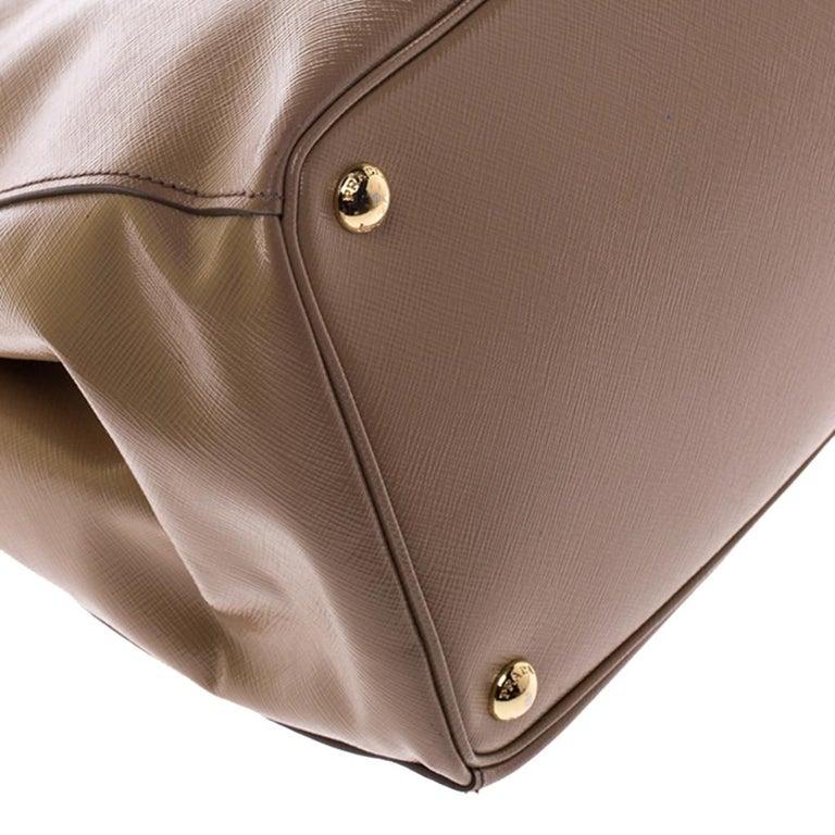 Prada Beige Saffiano Patent Leather Double Zip Spazzolato Tote For Sale 4