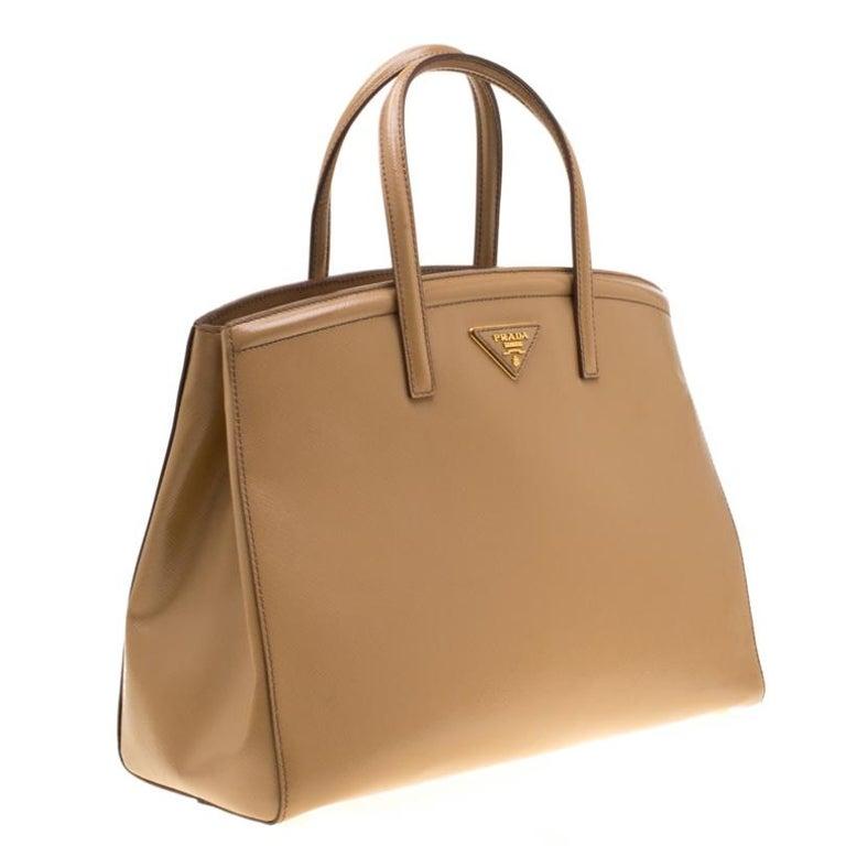 Women's Prada Beige Saffiano Vernice Leather BN2535 Tote For Sale