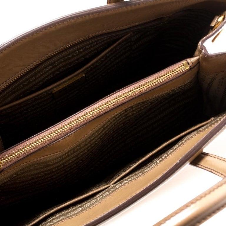 Prada Beige Saffiano Vernice Leather BN2535 Tote For Sale 3