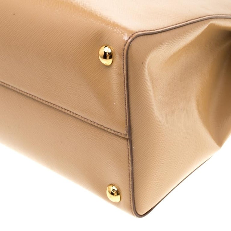Prada Beige Saffiano Vernice Leather BN2535 Tote For Sale 4