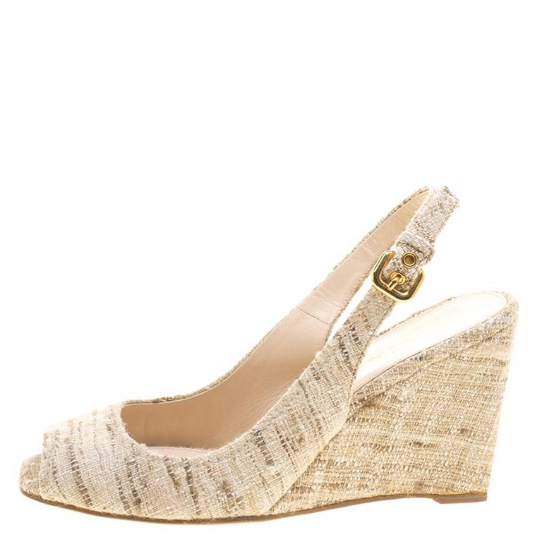 A stylish option for your fashion needs comes through with the Prada Beige Tweed Fabric Peep Toe Slingback Wedge Sandals. The classic wedge heels comes in the extremely fashionable peep toe detailed body that is covered in tweed fabric giving the