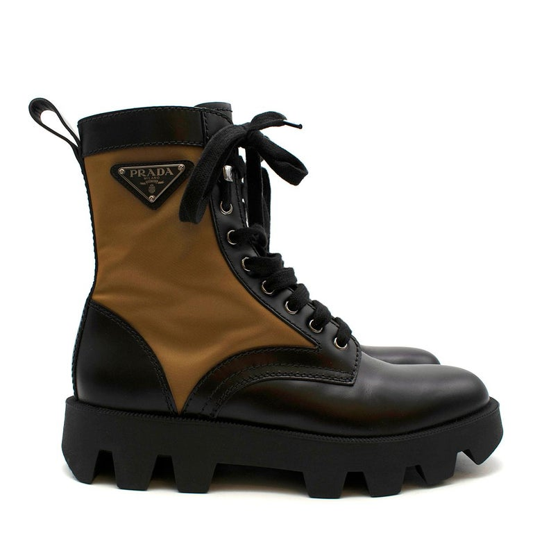Prada Black & Beige Leather & Nylon Logo Combat Boots - Size EU 41.5 In Excellent Condition For Sale In London, GB