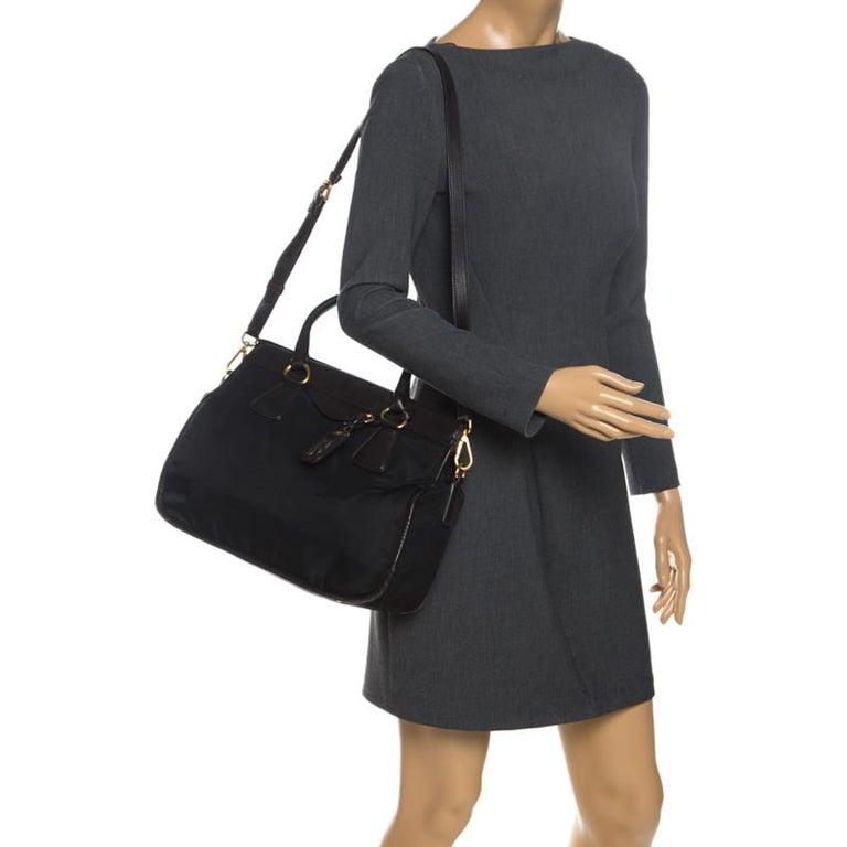 Prada Black/Dark Brown Nylon and Leather Tote In Excellent Condition For Sale In Dubai, Al Qouz 2