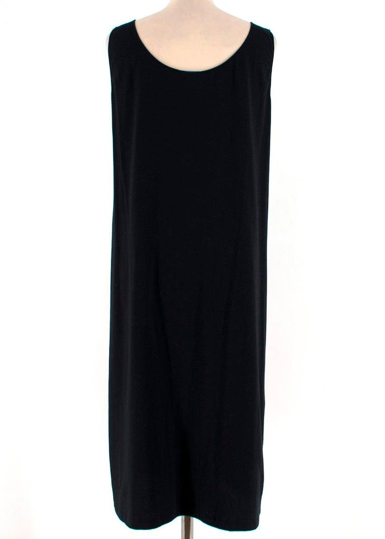 Prada Black Dress w/ Embroidered White Flower S 42 In Excellent Condition For Sale In London, GB