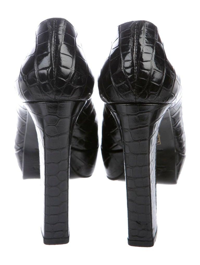 NEW Prada Black Exotic Skin Crocodile Platform High Heels Pumps In New Condition For Sale In Switzerland, CH