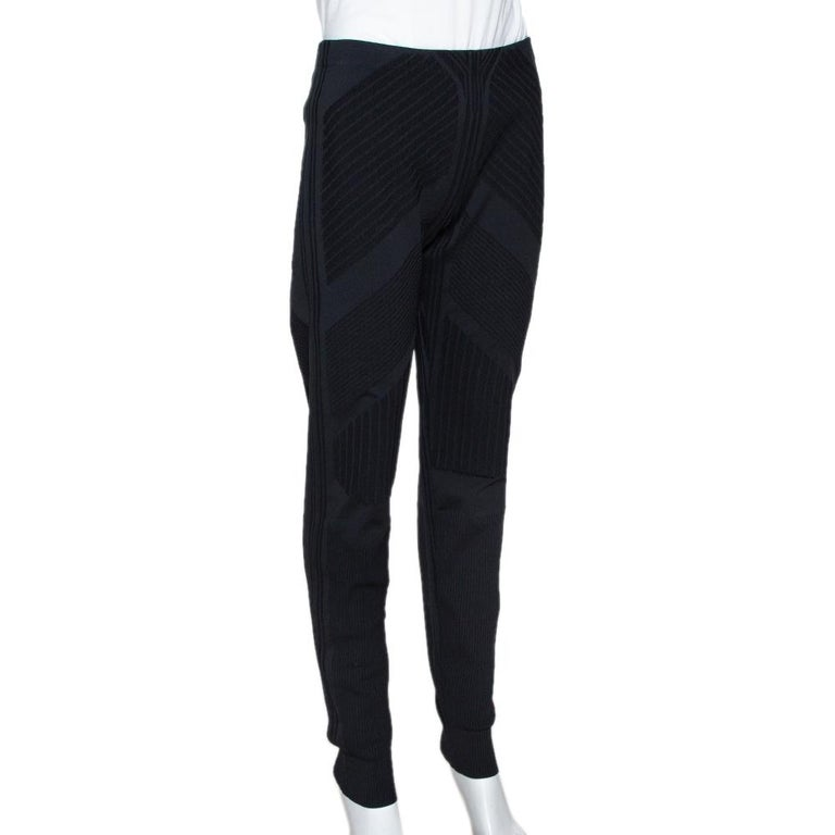 Prada Black Geometric Motif Technical Leggings M In Good Condition For Sale In Dubai, Al Qouz 2
