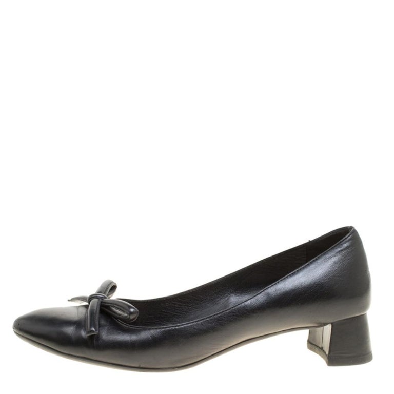 These pumps from Prada will not only add an instant charm to your outfits but will also provide you with the comfort to walk in them all day long! Crafted from fine leather, these flats feature almond toes with a bow detailing. They come equipped