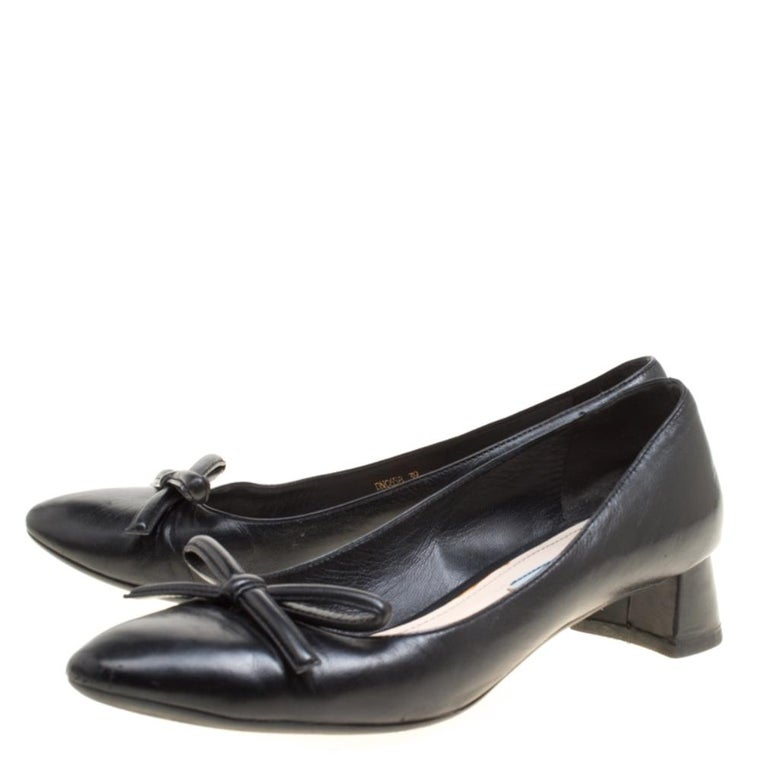 Women's Prada Black Leather Bow Block Heel Pumps Size 39 For Sale