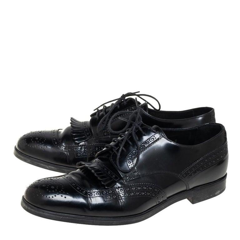 Prada Black Leather Fringe Detail Lace Up Derby Size 42 In Good Condition For Sale In Dubai, Al Qouz 2