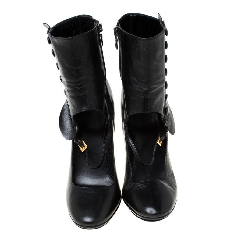 The leather material of this pair lends a comfortable feel and a fine touch. Elevate your style quotient with these boots, designed in a Mary-Jane style with button and zip fastenings. This trendy yet subtle pair look elegant and rich when paired