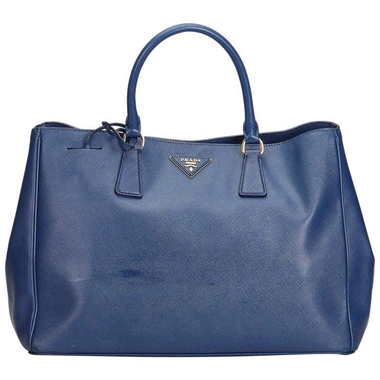 7d317dca0f9a Prada Black Leather Saffiano Galleria Handbag Italy For Sale at 1stdibs
