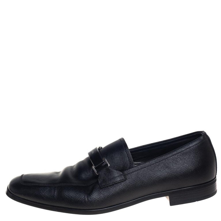 These slip-on loafers from Prada are the ideal pair you'll love having in your closet. They are crafted from leather in a classy black color and feature square toes and logo detailed accents on the vamps. They are complete with comfortable