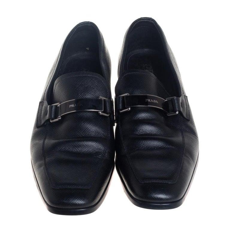 Prada Black Leather Slip On Loafers Size 40 In Good Condition For Sale In Dubai, Al Qouz 2