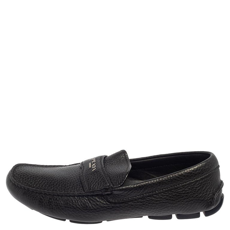 Sleek and luxe, these loafers by Prada will enhance your outfits by giving them a touch of luxury. Meticulously crafted from leather, they carry fine stitching touches and penny keeper straps. The pair is complete with sturdy soles.