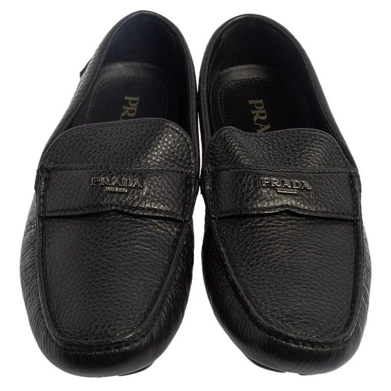 Prada Black Leather Slip On Loafers Size 42 In Good Condition For Sale In Dubai, Al Qouz 2