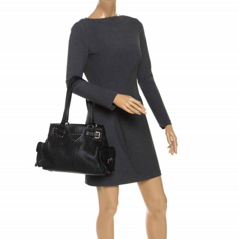 Prada Black Leather Vitello Daino Side Pocket Shoulder Bag In Good Condition For Sale In Dubai, Al Qouz 2