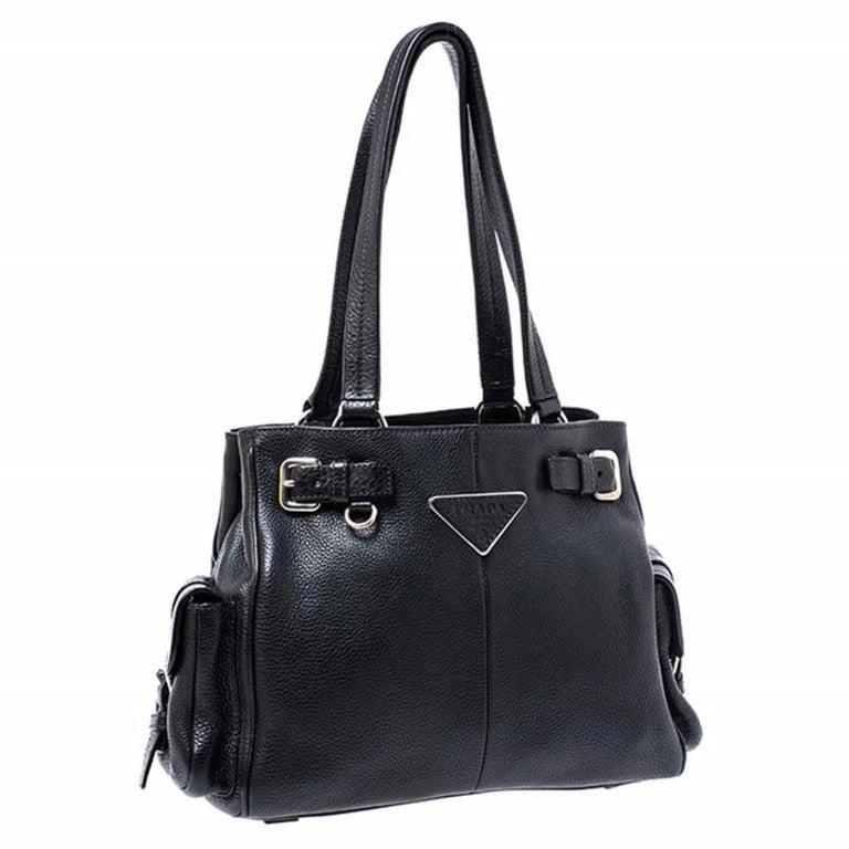 Women's Prada Black Leather Vitello Daino Side Pocket Shoulder Bag For Sale