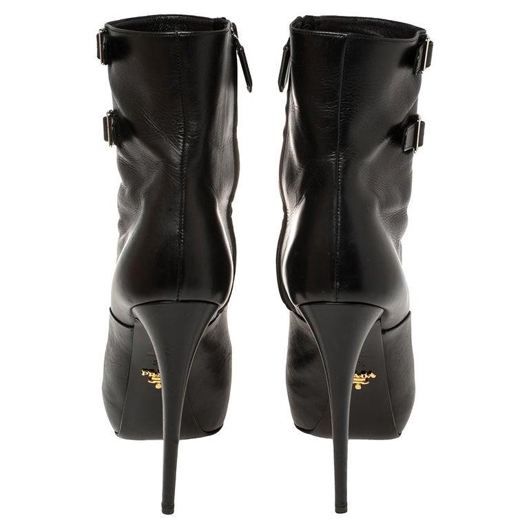 Prada Black Leather Zipper Detail Ankle Boots Size 39.5 In Good Condition For Sale In Dubai, Al Qouz 2