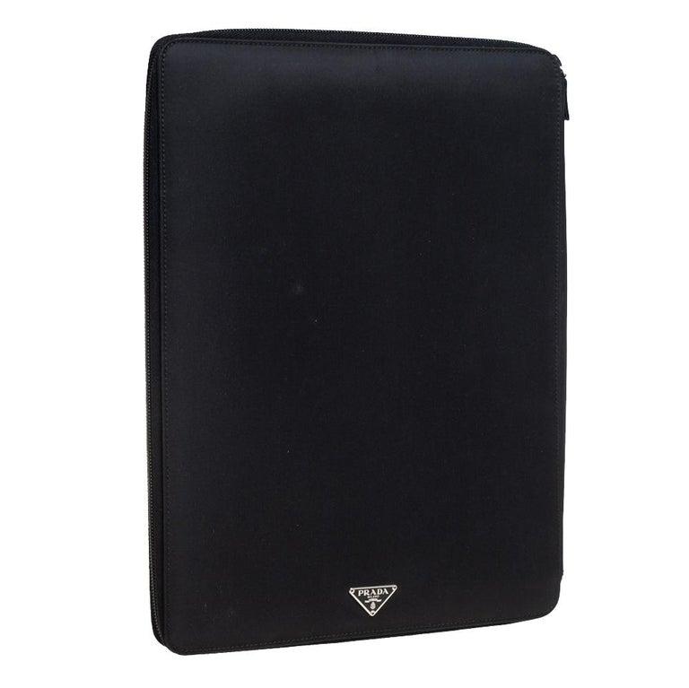 Prada Black Nylon Document Holder In Good Condition For Sale In Dubai, Al Qouz 2