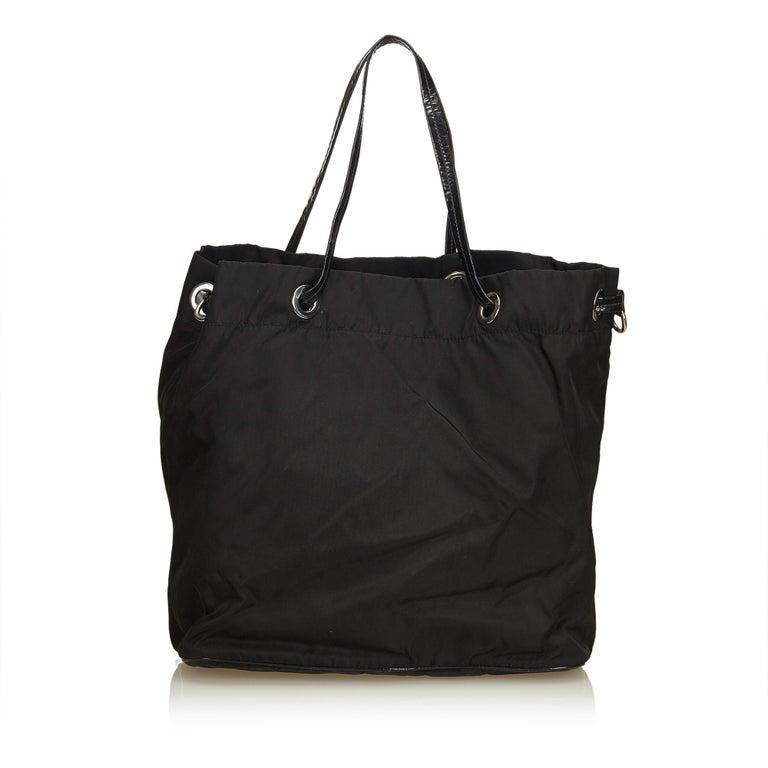Prada Black Nylon Tote Bag In Good Condition For Sale In Orlando, FL