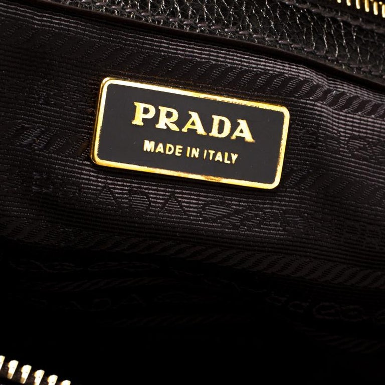 Prada Black/Olive Green Leather Grommet Bauletto Bag In Good Condition For Sale In Dubai, Al Qouz 2