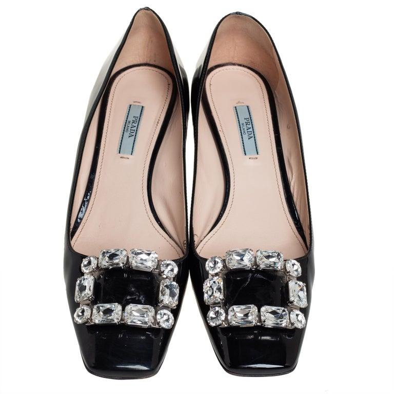 Prada Black Patent Leather Crystal Buckle Pumps Size 40 In Good Condition For Sale In Dubai, Al Qouz 2