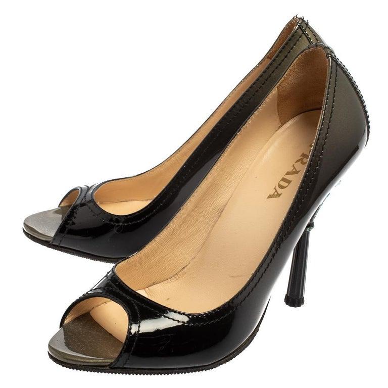 Prada Black Patent Leather Peep Toe Pumps Size 36.5 In Good Condition For Sale In Dubai, Al Qouz 2